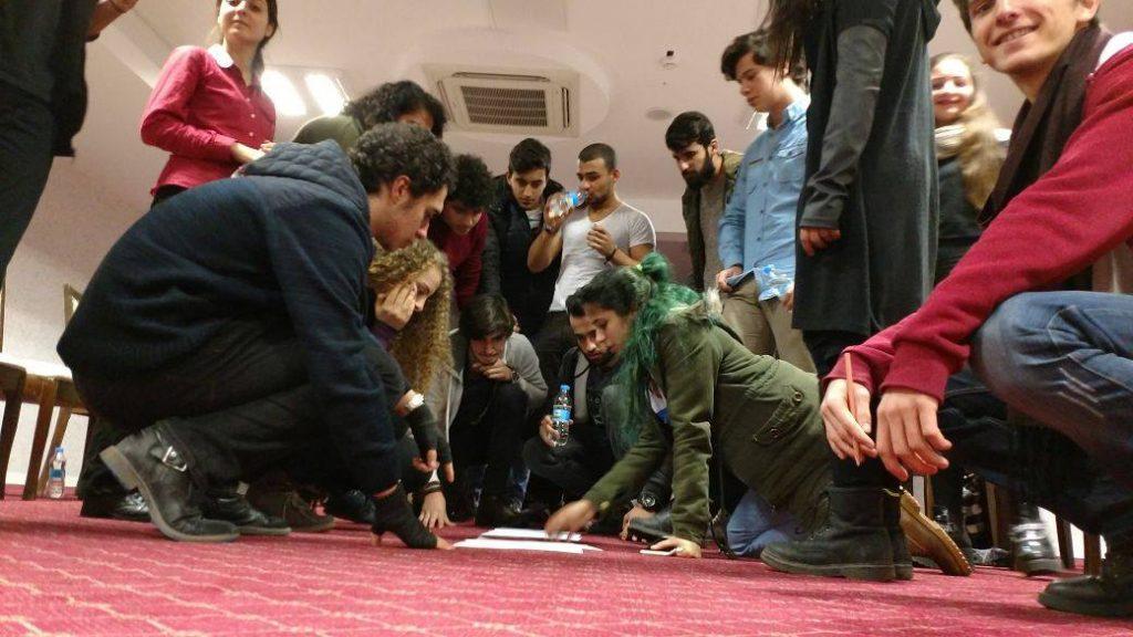 Ali İsmail Korkmaz Öğrencilerle Birlikte
